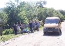 Группа туристов на въезде в село Новопрохладное 29 мая 2016