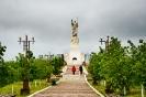 Аллея в парке к статуе Иисуса