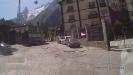 Кабинка подъёмника в горы, вид в центре п. Домбай