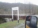 Дорожный указатель перед млстом в п. Отдаленный, Шпалорез